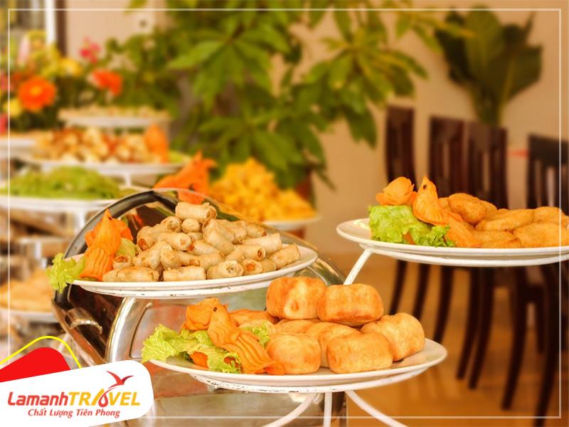buffet trưa trong tour huế city 1 ngày
